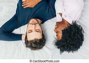 恋人, 一緒に, ベッド, 睡眠, それぞれ, 寝室, sweetly, 若い, 包含, 他