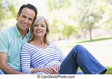 恋人, 公園, 微笑, 弛緩, 屋外で