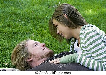 恋人, 公園, 若い, 抱き合う