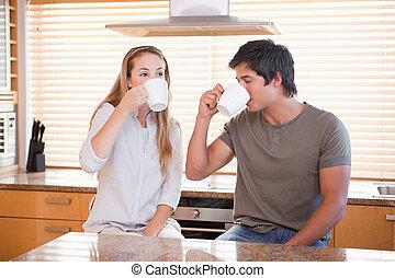 恋人, 持つこと, カップ, お茶, 若い