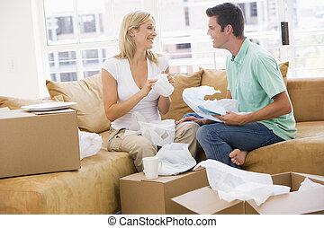 恋人, 箱, 家, 新しい, 微笑, 荷を解くこと