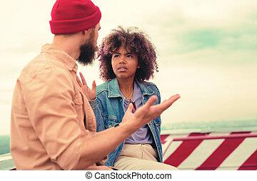 恋人, 若い, ジェスチャー, 間, 使うこと, 深刻, 持つこと, 話