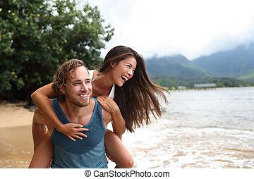 恋人, 若い, piggyback, 浜, 旅行, 幸せ