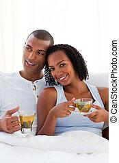 恋人, 親友, ∥(彼・それ)ら∥, カップ, ベッド, 飲む茶