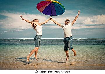 恋人, 跳躍, 時間, 浜, 日, 幸せ