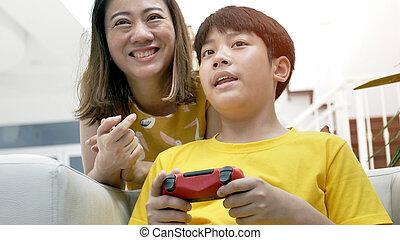 息子, ゲーム, ビデオ, アジア人, 母, 家, 遊び