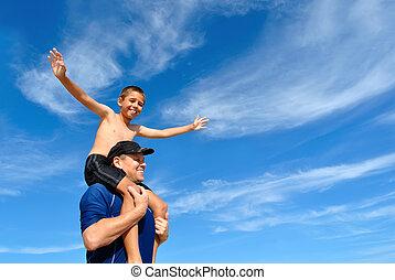 息子, バランスをとる, 上に, お父さん, 肩