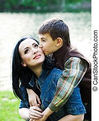 息子, 接吻, 彼の, 母