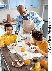 息子, 給仕, 父, 若い, 魅了, 彼の, オムレツ, 朝食