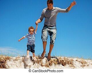 息子, 跳躍, 父, 屋外で