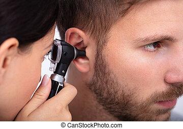 患者の, 検査, 耳, 男性の医者