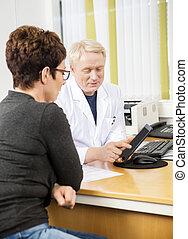 患者, タブレット, 医者, 提示, コンピュータ, 女性