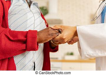 患者, 黑暗具有皮, 外套, 扣留手, 护士, 白色
