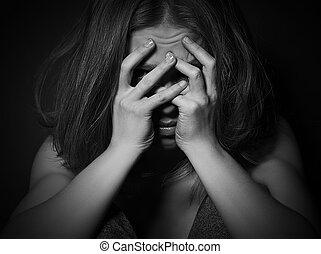 悲しい女性, 中に, 憂うつ, そして, 絶望, 叫ぶこと, カバーされた, 彼女, 表面, 黒, 暗い背景