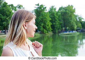 愉快的婦女, 矯柔造作, 所作, 湖, 在, gyula, 匈牙利