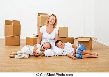 愉快, 人們, 移動, 進, a, 新的房子