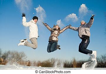 愉快, 人跳躍, 在, 冬天