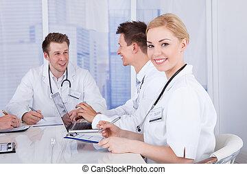 愉快, 女性 醫生, 在, 會議會議