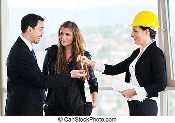 愉快, 年輕夫婦, 購買, 新的家, 由于, 房地產代理人