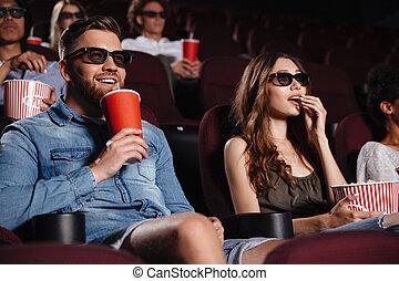 愉快, 朋友, 坐, 在, 電影院, 觀看, 電影, 吃, 玉米花