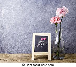 愉快, 母親節, 消息, 上, 黑板, 以及, 桃紅色 康乃馨, 花, 在, 清楚的瓶子, 上, 老, 木頭, 由于,...