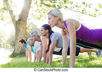 愉快, 運動, 組, 訓練