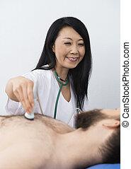 愉快, 醫生, 執行, 超聲波, 治療, 上, 病人