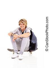 愉快, 青少年男孩子, 坐, 上, 滑板