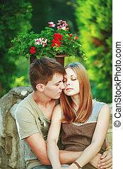愉快, 青少年的 夫婦, embracing.