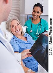 愉快, 高級婦女, 在醫院床位方面的病人