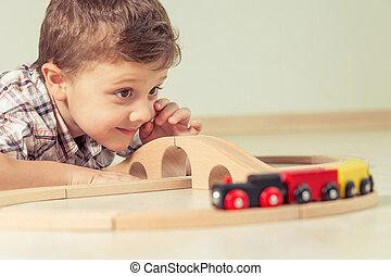 愛らしい, 小さい 男の子, おもちゃで遊ぶ, あること, 上に, ∥, floor.