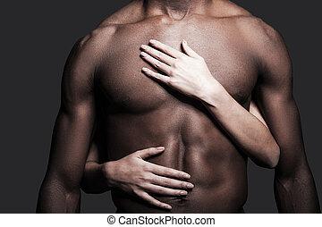 愛, 這, body., 特寫鏡頭, ......的, shirtless, 非洲人, 由于, 女性的手, 擁抱,...