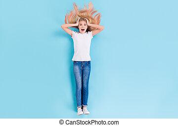 感触, 上, 長さ, 角度, の上, 背景, 光景, 頭, 最新流行である, 位置, 印象づけられる, ウエア, 隔離された, 高く, 驚いている, 手, 契約, 青, フルである, 女の子, 写真, 見なさい, 信じられないい, 色は 着る, 流行, 叫び