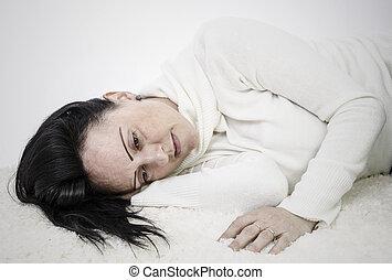 憂うつにされた, 女, 床の上に横たわる