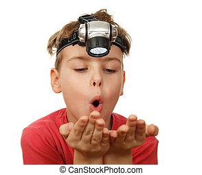 懐中電燈, 男の子, 頭, 彼の, バックグラウンド。, exhaled, 肖像画, 白, hands.