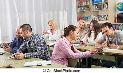 成人, 生徒, ∥で∥, smartphones, クラスで