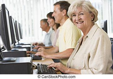 成人, 生徒, 中に, a, コンピュータ研究室