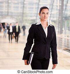 成功, 從事工商業的女性