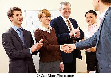 成功, 握手