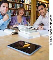 成熟, 學生, 學習, 一起, 在, the, 圖書館