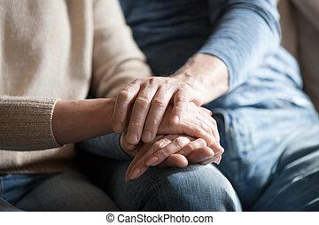 成長した, 寄付, 恋人, 心理上である, クローズアップ, 手を持つ, 光景