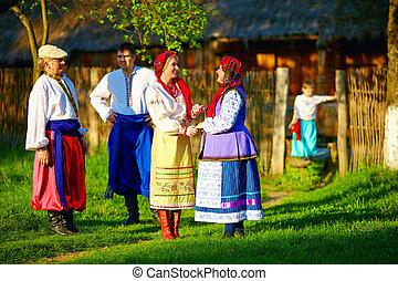 戶外, 家庭, 烏克蘭人, 服裝, 傳統, 談話, 愉快