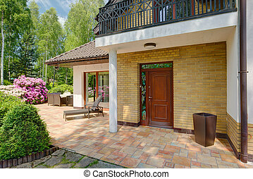 房子, 前門