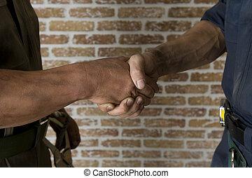 手が震える, 人々