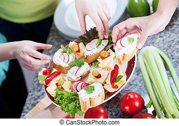 手を伸ばす, 健康, サンドイッチ, 女性手, から