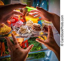 手を伸ばす, 甘い, 夜, 人間の術中, ケーキ, 開いた, 冷蔵庫