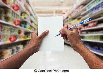 手を持つ, スーパーマーケット, 点検, 女性の買物をすること, ノート, 彼女, 空, リスト, 買い物