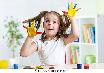 手掌, 她, 脸涂料, 乐趣, 覆盖, 女孩, 有