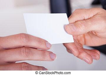 ∥手渡す∥, 女, カード, ビジネス男