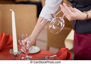 手配する, テーブル, ウェートレス, wineglasses, レストラン